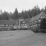 250px-Lake_Quinalt_Lodge