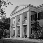 250px-Monmouth_House,_East_Franklin_Street_&_Melrose_Avenue,_Natchez_(Adams_County,_Mississippi)