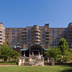 800px-Omni_Shoreham_Hotel_from_the_south_on_a_sunny_summer_morning